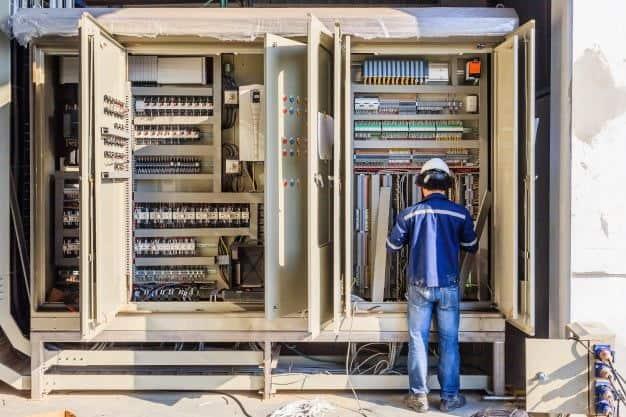 fannibargh1-min با یادگیری چه رشته های برق و الکترونیک می توان سریع وارد بازار کار برق شد؟