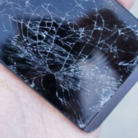 چگونه مشکلات ال سی دی گوشی شکسته و خراب را رفع کنیم؟