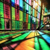 استفاده از شیشه رنگی برای زیباسازی دکوراسیون داخلی و خارجی