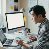 طراحی سایت خود را به شخص بسپاریم یا به شرکت؟